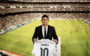 James Rodríguez (22) posando con la camiseta del Real Madrid. Foto: calciostreaming (flickr)